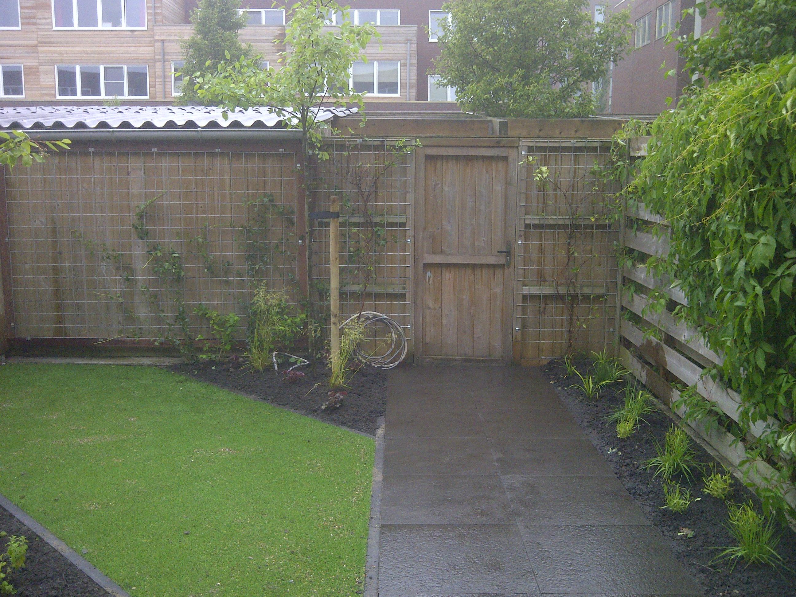 Kleine tuin in amsterdam mdj tuinen for Voorbeeldtuinen kleine tuin
